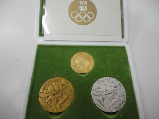 引用:Yahoo!オークション「1964年 東京オリンピック 記念メダル 3点セット」